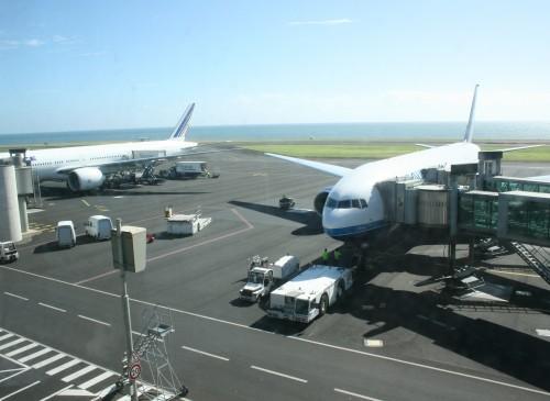 Avions-stationnés-Gillot.JPG