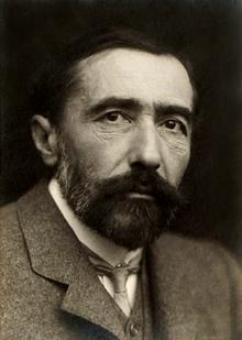 220px-Joseph_Conrad_1904.png